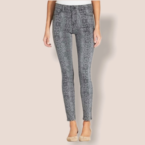 NWOT Level 99 Grey Snake Print Jean Size 28